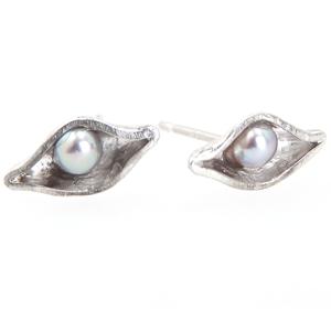 Pea Pod Silver Stud White Pearl